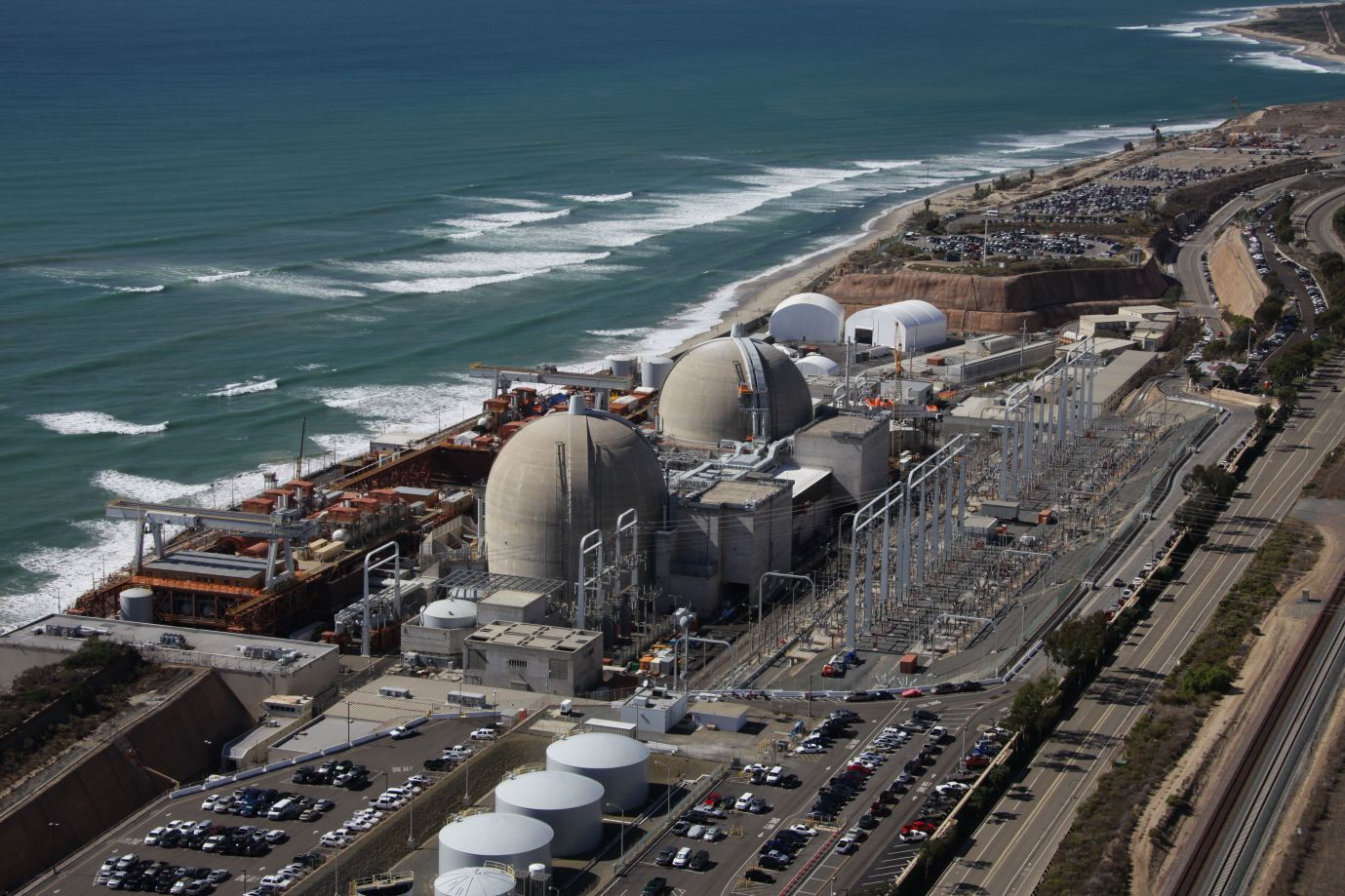 https://spoonsenergymatters.files.wordpress.com/2013/07/san-onofre-nuclear-generating-station.jpg
